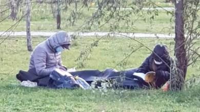Photo of Bucureștiul îngheață, dar nu se predă! De teamă să nu-i închidă iar COVID în case, oamenii ies în parcuri. Ce dacă sunt doar la 4°C, avem saci de dormit!