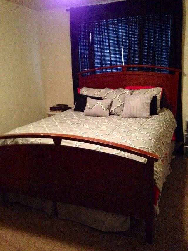 Cherry Queen Size Bedroom Suite