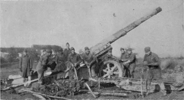 A US Army heavy artillery unit with a GPF 155mm in France in 1918 (Wikipedia)