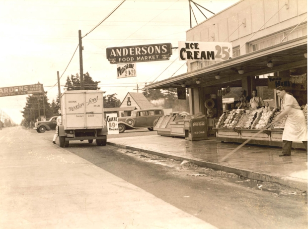 Anderson's Food Market at 3417 SE 82nd in Portland, 1937. (City of Portland Archives via Vintage Portland)