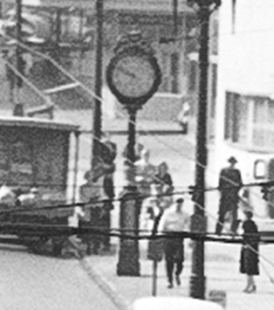 Zoom on Sam Kaplan's clock, seen from the opposite side in 1949. (SMA)