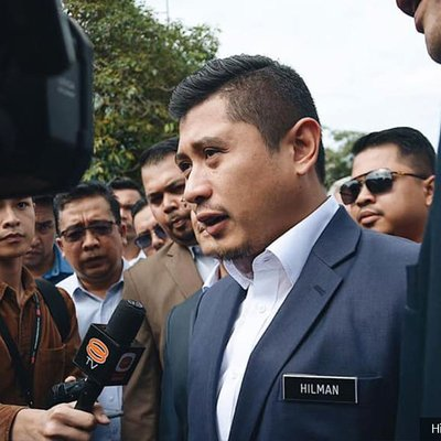 Azmin S Political Secretary Gives Statement At Bukit Aman