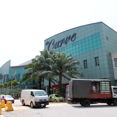 Covid 19 Employee At The Curve Mutiara Damansara Outlet Tests Positive