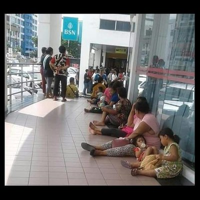 Huge Crowds Long Queues At Bsn Miri Branch For Bantuan Sara Hidup Cash