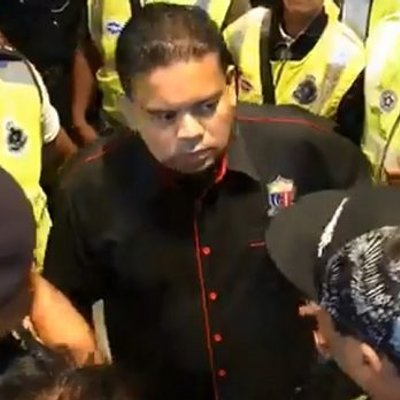 Najib S Protege Lokman Adam Scuffles With Police Night March Against Tommy For Dropping Guan Eng Charges Blocked