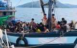 Over 1 000 Rohingya Stranded At Sea After Se Asia Closes Borders