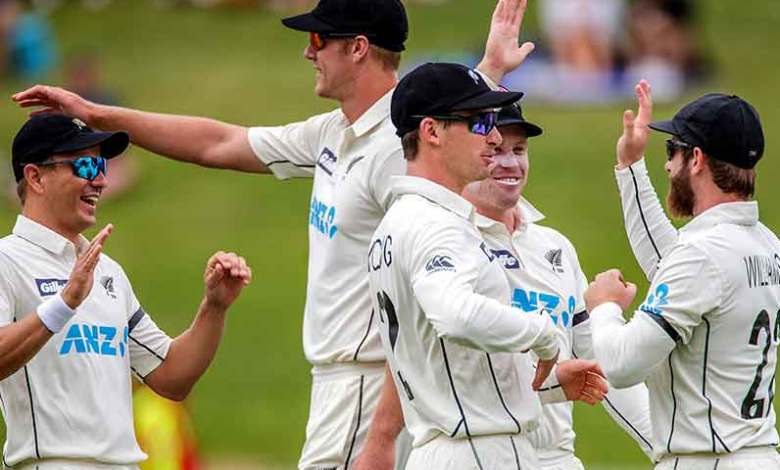 Mitchell Santner's outstanding one-hand grab gives New Zealand Test win against Pakistan