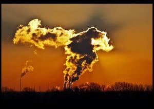 Füstölgő gyárkémény