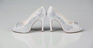 A strassz, a csipke és ami mögötte van – esküvői cipő trend
