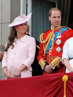 A várandós Kate Vilmos herceggel a Buckingham palota erkélyén