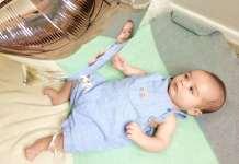 játék kisbabával