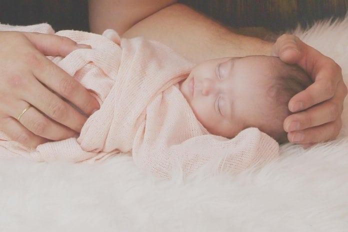 babaszőr, szőrös újszülött