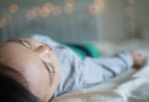 Így altasd biztonságosan gyermekedet télen