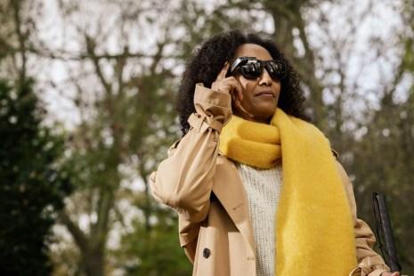 Vrouw buiten met Glasses op