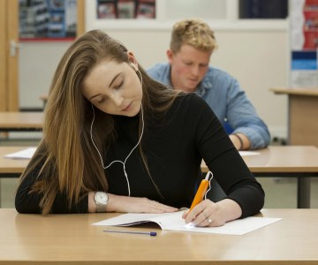 Student with examreader