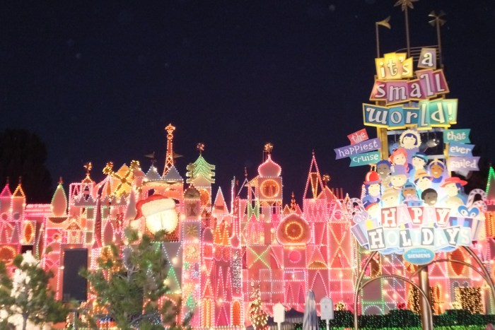 10 reasons holiday time is the best time to visit Disneyland