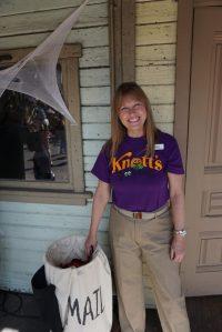 knott's employee