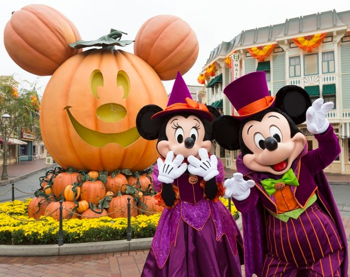 mickey mouse and minnie mouse celebrate halloween time anaheim calif - Mickey Minnie Halloween