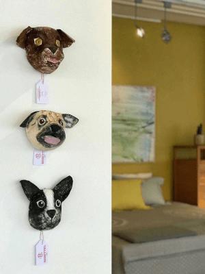 papiermache hondjes bij expositie Cocomat Arnhem