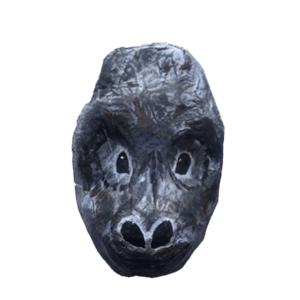 papiermache gorilla voor aan de muur en volgens mij is het een vrouwtje