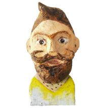 papiermache mensportret van man met baard en snor en kuif
