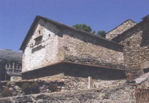 Hórreo de Lago de Babia, Fotografía del libro Hórreos Leoneses, de Algorri y Luelmo