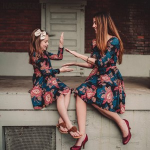 NASHAKAITE Mom and Daughter Dress Three Quarter Vintage Floral Dress Family Kits Winter Family Look Mother