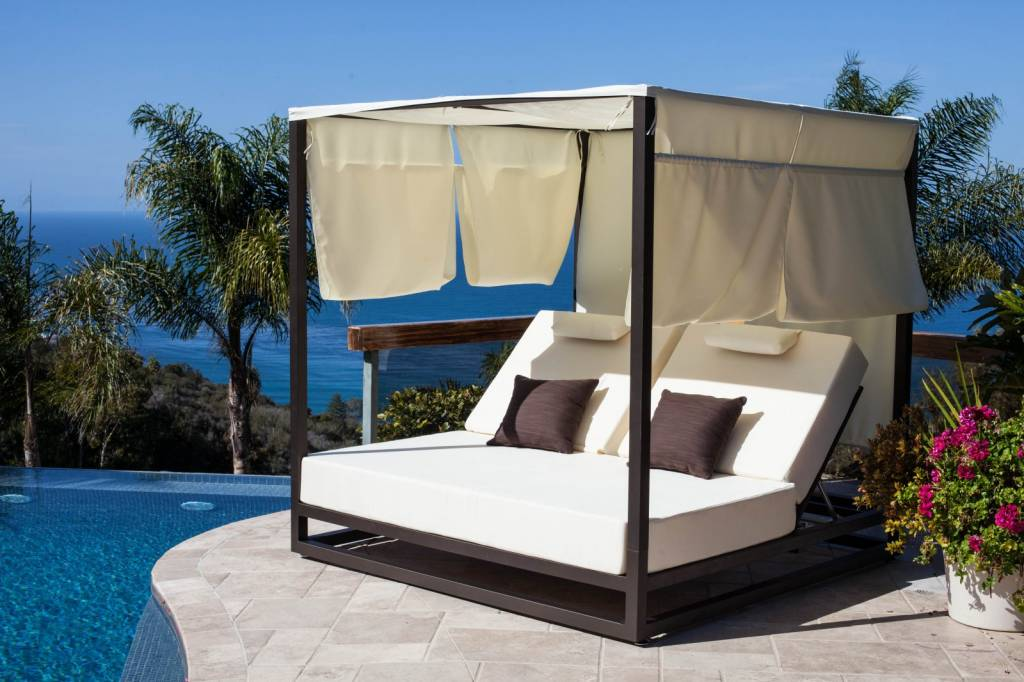 outdoor swing chair covers wheelchair desk riviera modern leisure daybed with canopy