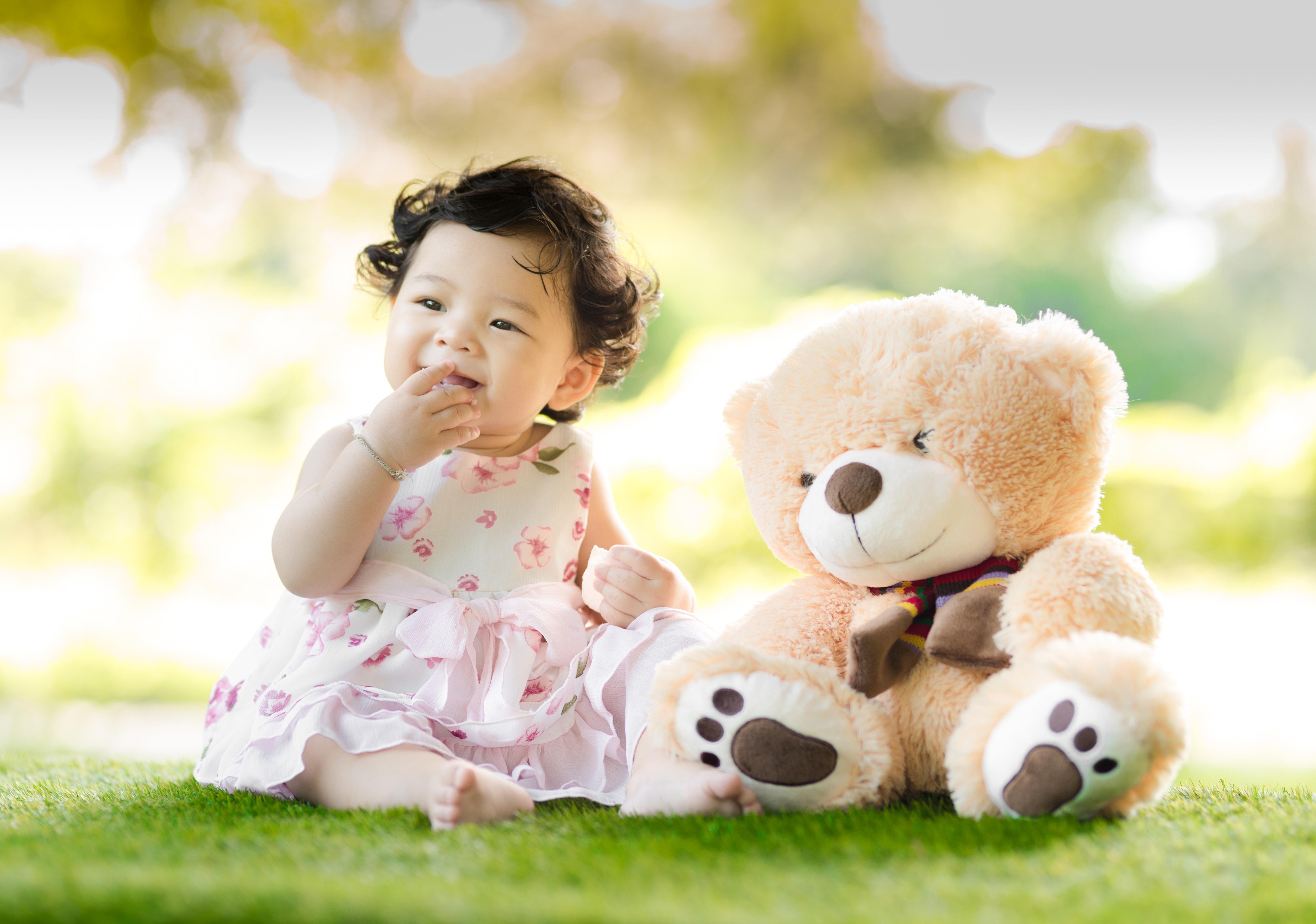 Hoe veilig is kunstgras voor baby's