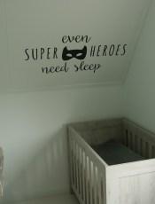 De babykamer versieren met stickers