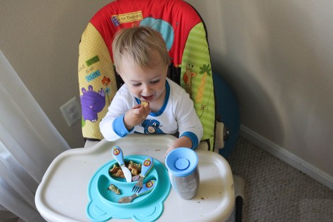 Eating out with a baby or toddler doesn't have to be a struggle. Our go-to is silicone mats like the Nuby Sure grip Miracle Mat. - Silicone Mat for Toddlers featured by popular DC mommy blogger, Baby Castan On Board