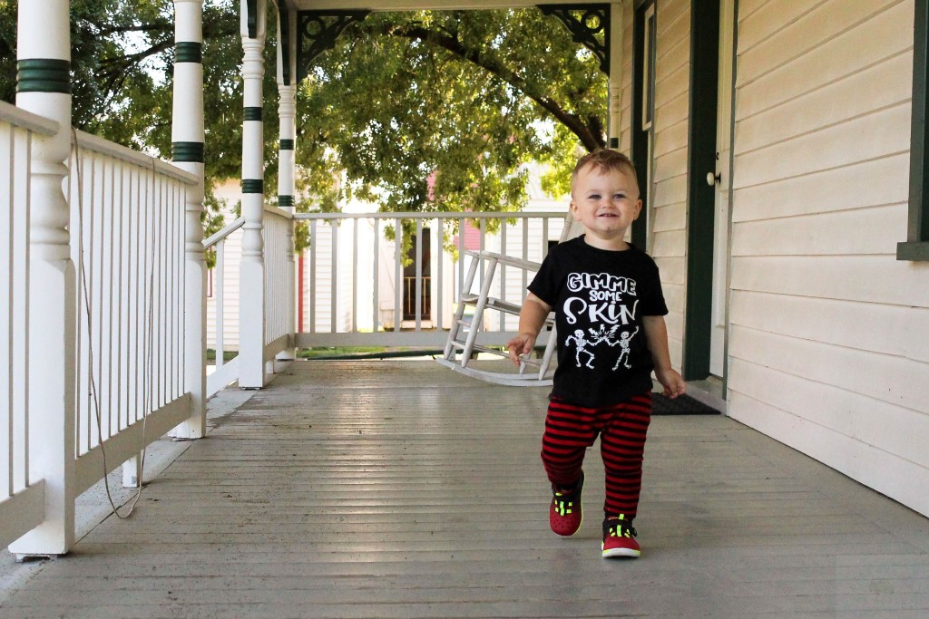 There are always really cute clothing options for babies and toddlers in the fall. Here is my list of the cutest toddler Halloween outfits.