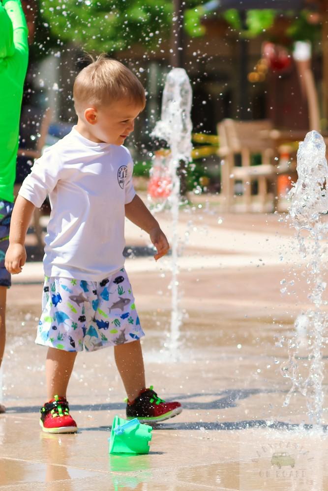 best splash pads in DC_One Loudoun Splash pad_toddler in fountain_web