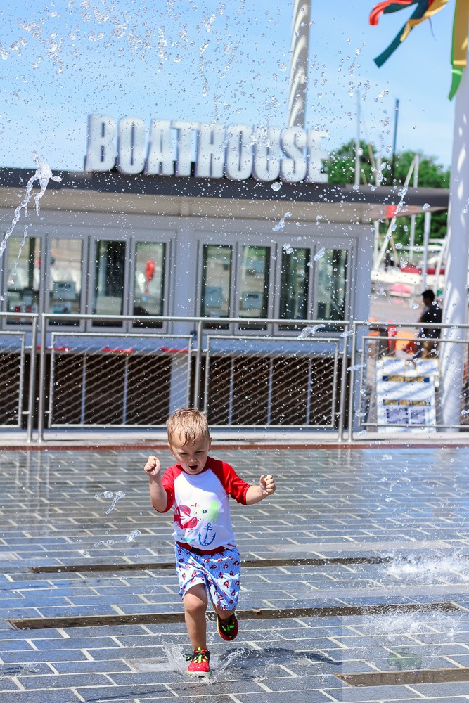 The seven best splash pads in DC and Northern Virginia by popular DC mommy blogger Baby Castan on Board.