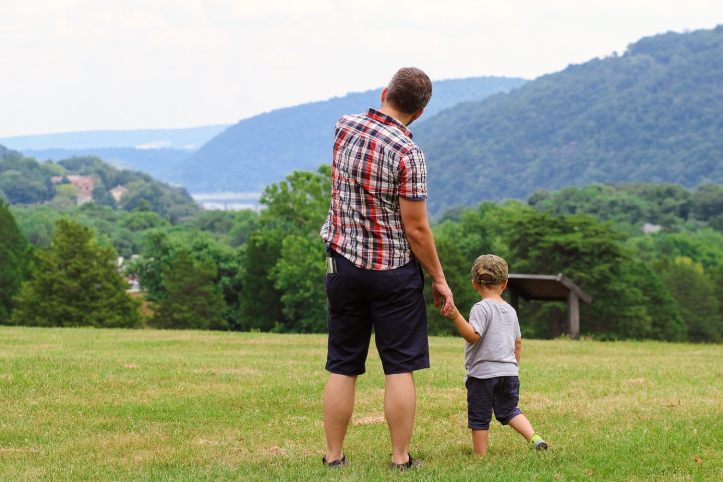 MaxiCosi_Dad and toddler admiring view at Harpers Ferry