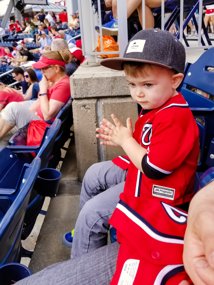 washington nationals baseball team_toddler clapping at baseball game