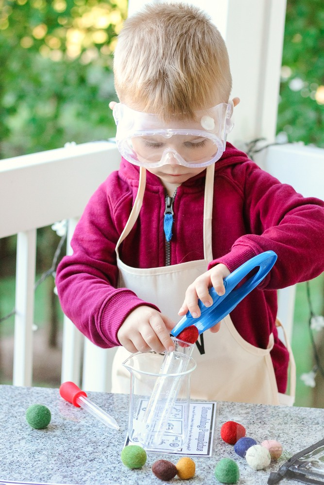 3 Easy Science Experiments for Toddlers to Try featured by top DC mommy blogger, Baby Castan on Board