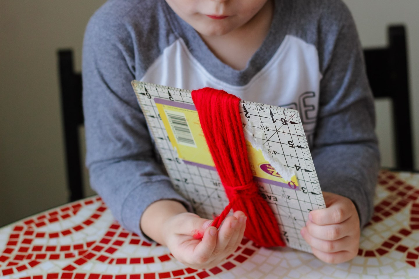 Heart crafts for toddlers_knot in yarn