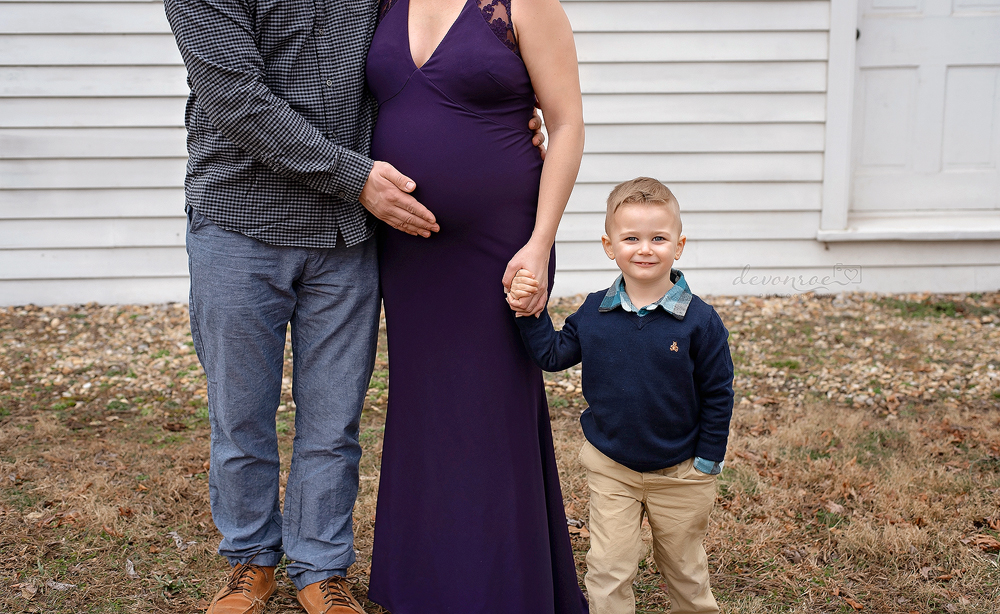 Photo by Devon Roe Photography: Winter Maternity photo shoot featured by top US mom blog, Baby Castan on Board