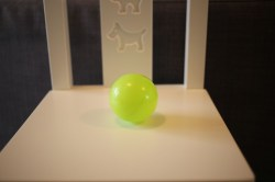 une balle en plastique