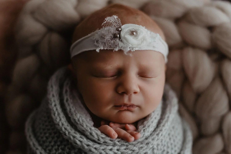 Baby Pia 9 Tage  Babyfotograf in Meppen  Emsland
