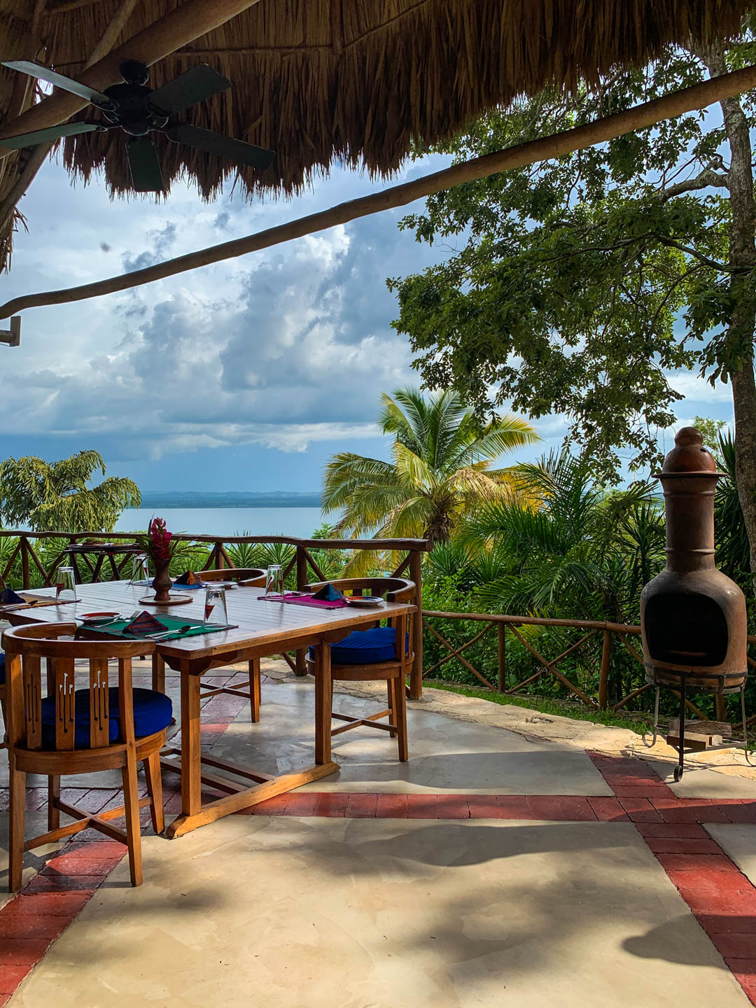 La Lancha review dining area view