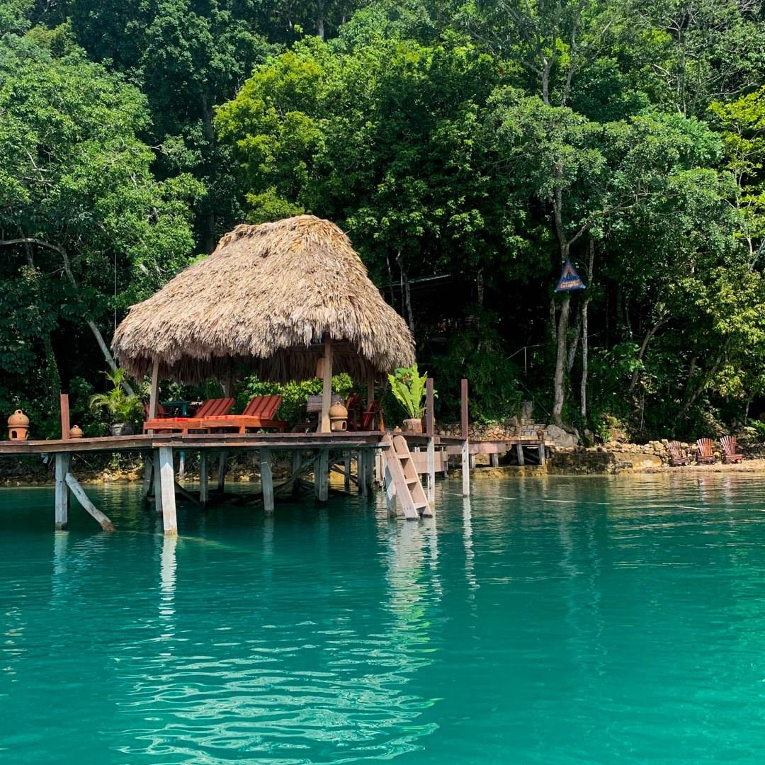 La Lancha review dock on lake