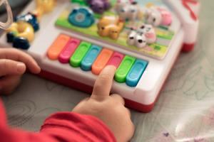 Estímulo musical para bebê