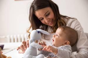 Naninha de bebê: saiba com quantos meses adotar e para que serve