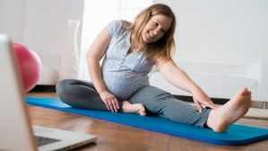 stretching-while-pregnant-722x406