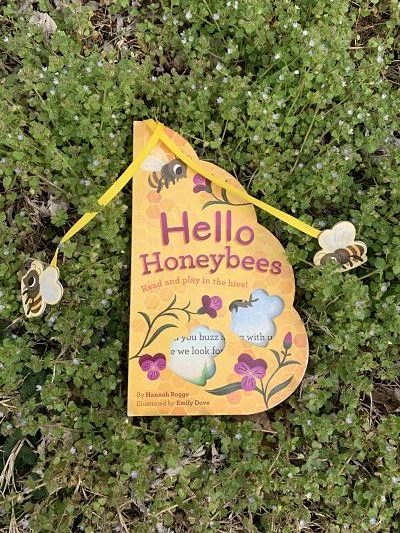 Cover of Hello Honeybees by Hannah Rogge