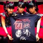 "BABYMETAL イギリス公式ショップで四天王""BIG FOX TEE""販売中!メタリカも"