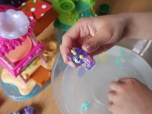 Hatchimals CollEGGtibles Season 5 - Mermals from Spinmaster. See what we thought of the new range and which Hatchimals we unboxed