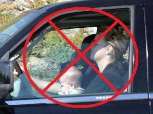 Britney Spears conduciendo con el bebé